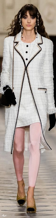 Chanel Coat, Chanel Jacket, Chanel Couture, Couture Fashion, Coco Chanel Fashion, Eye For Beauty, Lesage, Office Outfits, French Fashion