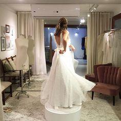 """""""Muitos giros de alegria no dia da entrega! Para casamentos ao ar livre, com pôr do sol e poesia, saias fluidas são perfeitas!! #carolnasseratelier #gavea #casamento #wedding #weddingdress #rio #picoftheday #fashion #luxo #love #bride #inspiration #weddinginspiration #justmarried #vestidodenoiva #noivacontemporanea #dream"""" Photo taken by @carolnasseratelier on Instagram, pinned via the InstaPin iOS App! http://www.instapinapp.com (09/14/2015)"""
