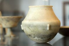 Early Cycladic marble vessel, BC, AM Naxos, 110023 - Archaeological Museum of Naxos - Wikipedia Marble, Museum, Vase, Home Decor, Decoration Home, Room Decor, Granite, Flower Vases, Interior Design