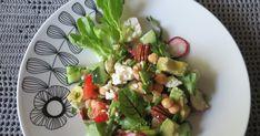 Helteisen päivän lemppariruokaa. Jonain päivänä nettissä surffaillessani näin tämän tapaisen salaatin, näytti herkulta. Ainesosiin ei t...