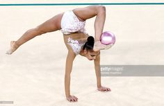 russias-athlete-margarita-mamun-with-a-ball-in-the-rhythmic-final-picture-id592323210 (1024×668)