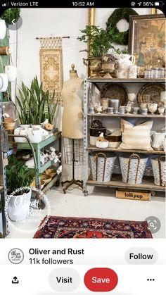 Antique Booth Displays, Vintage Store Displays, Shop Displays, Merchandising Displays, Bude, Small Space Interior Design, Boutique Interior, Boutique Decor, Ideas