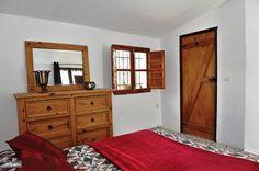 Slaapkamer 1 met badkamer en-suite en privé dakterras.