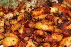 Homemade Potato Hash-Browns or Home-fries recipe Bacon Breakfast, Breakfast Potatoes, Breakfast Recipes, Potato Dishes, Potato Recipes, Potato Hash, Potato Fry, Bacon Hash, Bacon Food