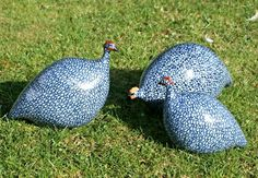 The ceramic guinea fowls shown here are the whole family - small, medium upright and pecking.