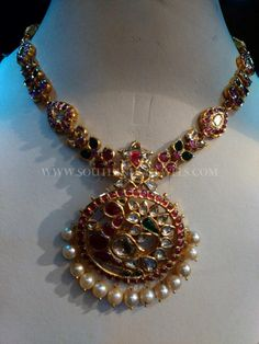 Gold Ruby Emerald Necklace With Pearls ~ South India Jewels Antic Jewellery, Mughal Jewelry, Temple Jewellery, Indian Jewelry, Antique Jewelry, Antique Necklace, Gold Jewellery, Gold Jewelry Simple, Golden Jewelry