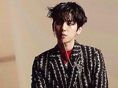 Baekhyun at Monster photo shoot Baekhyun Hot, Suho Exo, Park Chanyeol, Baekyeol, Chanbaek, Laura Lee, K Pop, Mafia, Fanfiction