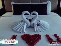 Honeymoon bed decoration / example swan /folding towel - Ideas of Decoration Romantic Room Decoration, Romantic Bedroom Decor, Towel Swan, Romantic Night, Romantic Quotes, Honeymoon Night, Cute Date Ideas, Towel Animals, Hotel Bed
