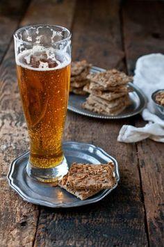 Rye & Hemp Hefeweizen Crackers | Jackie Dodd  #beer #oktoberfest #crackers