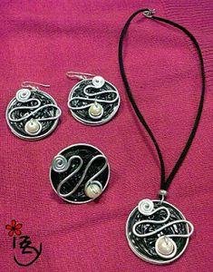 Nespresso earrings and pendant Diy Nespresso, Nespresso Pads, Bijoux Fil Aluminium, Diy Accessoires, Coffee Pods, Bijoux Diy, Jewelry Making Tutorials, Schmuck Design, Jewelry Crafts