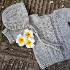 Wee Ashley Free Baby Cardigan Knitting Pattern