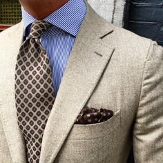 "violamilano: "" sporting our new Viola Milano ""Multi Pattern self-tip wool - Sand"" wool tie & handrolled ""Sand Pattern"" pocket square…. Find it online today at. Gentleman Mode, Gentleman Style, Sharp Dressed Man, Well Dressed Men, Mens Fashion Suits, Mens Suits, Fashion Menswear, Men's Fashion, Fashion Tips"