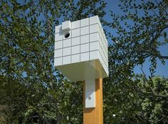 A look at the architecturally inspired Neoshed Birdhouses and bird feeders based on their own prefab shed designs and one as an homage to Richard Meier.