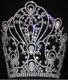 144 best tiaras and crowns images crown jewels royal crowns