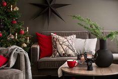 Nyhet og inspirasjon! Vinter og jul fra Kremmerhuset #inspirasjon #jul2019 #jul #kremmerhuset #julepynt #julestemning #julehus #jul19   Kremmerhuset Traditional Christmas Tree, Christmas Traditions, Hygge, Throw Pillows, Xmas, Modern, Toss Pillows, Cushions, Decorative Pillows