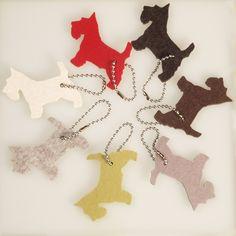 Kleiner Terrier aus Filz ein Katzenspielzeug oder Schlüsselanhänger, Terrier out of felt, cat toy or a keychain, Terrier di feltro, giocattoli gatto o un portachiavi