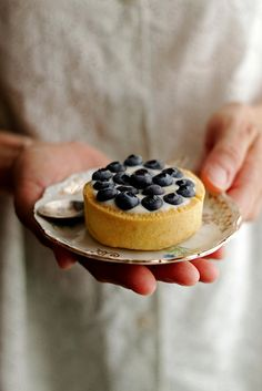 Tartelettes aux bleuets by Panpepato senza pepe | More foodie lusciousness here: http://mylusciouslife.com/photo-galleries/wining-dining-entertaining-and-celebrating/