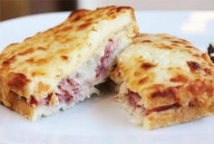 Browse photos & get the inside scoop about the best thing to eat at the famous Bar Boulud restaurant in New York City - the delicious Croque Monsieur Sandwich! Sandwiches, Sandwich Bar, Best Sandwich, Coconut Recipes, Low Carb Recipes, Sandwich Croque Monsieur, Ideas Sándwich, Good Food, Yummy Food