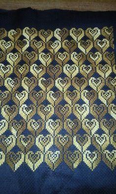 Palestinian Embroidery, Stitch 2, Bargello, Filet Crochet, Cross Stitch Designs, Hama Beads, Cross Stitch Embroidery, Needlepoint, Diy And Crafts