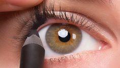 La técnica del delineado invisible es ideal para enfatizar tu mirada sin que parezca que llevas maquillaje. Aprende a aplicarla con mis consejos. LEER MÁS.