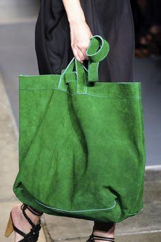 A Détacher at New York Fashion Week Spring 2011 - Details Runway Photos Popular Handbags, Cute Handbags, Vintage Handbags, Purses And Handbags, Leather Handbags, Leather Bag, Luxury Handbags, Brown Handbags, Leather Totes