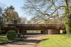 Robert Harvey-designed midcentury modern property in Kenilworth, Warwickshire. A grade II-listed property inspired by the work of Frank Lloyd Wright. Mid Century Decor, Mid Century House, John Lautner, Midcentury Modern, Robert Harvey, Bauhaus, Modern Architecture Design, Chinese Architecture, Architecture Office