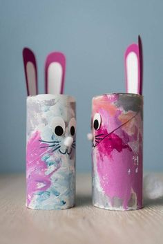Small Easter crafts: Easter bunnies tinker with children - mini .-Kleine Osterbastelei: Osterhasen basteln mit Kindern – Mini & Stil Small Easter handicrafts: Easter bunnies tinker with children from toilet paper rolls withchildren Bunny - Cute Easter Bunny, Easter Art, Easter Crafts For Kids, Toddler Crafts, Preschool Crafts, Diy For Kids, Children Crafts, Easter Eggs, Easter Table