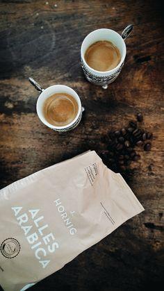 Alles Arabica von J. Corporate Design, Arabica, How To Make Coffee, Coffee Packaging, Packaging Design, Tableware, Glass, Shelf, Key