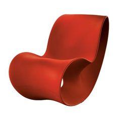 Cadeira Voido - Descrição do produto:A Cadeira Voido da Magis é uma cadeira de balanço produzida pelo designer Ron Arad.  A Voido é produzida em polietileno e pode ser usada tanto em áreas internas quanto externas. Sua forma é uma verdadeira escultura de linhas harmônicas e gráficas. A Cadeira Voido é muito confortável, pois suas formas seguem as formas do seu corpo.Sobre a marca: Fundada em 1976 na Itália por Eugenio Perazza, a Mag