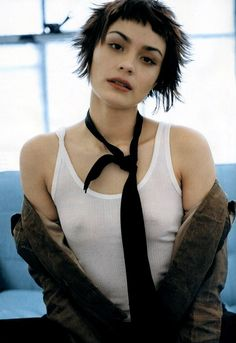SHANNYN SOSSAMON tattoos and pictures. The webs' original & biggest list of celebs and tattooed historical figures, supermodels, sports and rock stars all with tattoos, lots of pictures! Short Hair With Bangs, Hairstyles With Bangs, Short Hair Cuts, Short Hair Styles, Hair Inspo, Hair Inspiration, Celebrity Bra Sizes, Celebrity Videos, Celebrity Pictures
