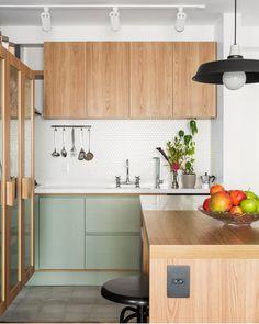 Tons pastéis: 70 ideias para te inspirar a decorar ambientes (FOTOS) Kitchen Dinning, Home Decor Kitchen, Interior Design Kitchen, Home Kitchens, Kitchen Ideas, Kitchen Tools, Modern Kitchens, Kitchen Gadgets, Green Kitchen
