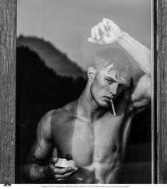 Boudior Poses, Mens Photoshoot Poses, Portrait Photography Men, Photography Poses For Men, Men Portrait, Male Portraits, Male Models Poses, Male Poses, Best Poses For Men
