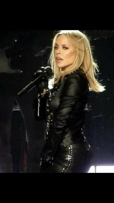 Kylie Minigue, Cafe Racer Girl, Female Singers, Celebs, Celebrities, Victoria, Melbourne, Leather Gloves, Musica