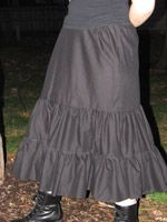 How to make a basic petticoat. Or, alternatively, how to make a lined ruffled skirt. Easy directions and drawings to help the most novice seamster!