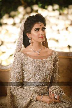 New Image : hairstyles Bridal Mehndi Dresses, Walima Dress, Pakistani Wedding Outfits, Bridal Dress Design, Pakistani Bridal Dresses, Pakistani Wedding Dresses, Bridal Outfits, Bridal Lehenga, Bridal Style