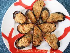 Cozze al gratin sono un ottimo finger food facile da preparare. La farcitura è molto semplice in modo da non coprire il sapore della cozza.