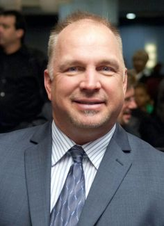Garth Brooks Was Born In Tulsa, Oklahoma Later Moved To Yukon, Oklahoma Old Country Music, Country Music Artists, Country Music Stars, Country Singers, Country Boys, Shameless Garth Brooks, Yukon Oklahoma, Tulsa Oklahoma, The Power Of Music