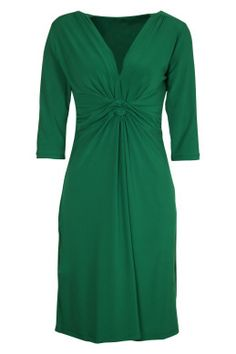 This is a green V-Neck Long Sleeve Dress - dress for an apple body shape Apple Shape Outfits, Apple Shape Fashion, Dresses For Apple Shape, Dress Apple Shape, Apple Body Type, Apple Body Shapes, Casual Winter Outfits, Trendy Outfits, Fashion Outfits