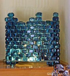 Kék üvegkockákból lámpa - blue art glass lamp with LED Blue Art, Glass Art, Lamps, Led, Glasses, Artist, Design, Lightbulbs, Eye Glasses