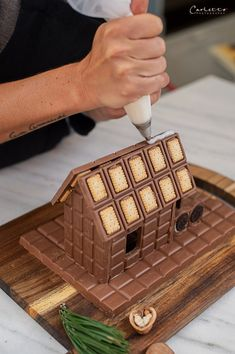 All Details You Need to Know About Home Decoration - Modern Chocolate House, Food Platters, Diy Weihnachten, Gingerbread, Food And Drink, Waffles, Baking, Breakfast, Cake