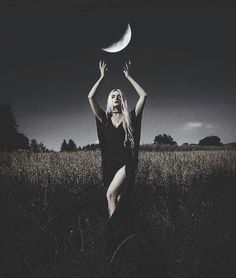 Ideas Dark Art Fantasy Witchcraft Wicca For 2019 Halloween Photography, Fantasy Photography, Magical Photography, Smoke Bomb Photography, White Photography, Family Photography, Street Photography, Landscape Photography, Portrait Photography