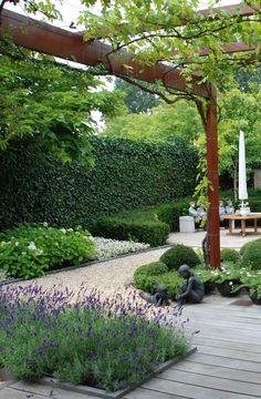 Garden Design Layout - New ideas Small Garden Design, Garden Landscape Design, Small City Garden, Terrace Garden, Garden Paths, Court Yard Garden Ideas, Hill Garden, Sloped Garden, Garden Structures