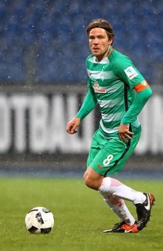 Clemens Fritz of Bremen runs with the ball during the friendly match between Eintracht Braunschweig and Werder Bremen at Eintracht Stadion on January 14, 2017 in Braunschweig, Germany.