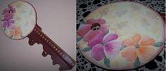 Otro diseño de portallaves pintada a mano diseñado en JuliartexPerú