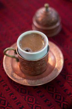 Tunisia traditionele sterkte koffie met veel suiker