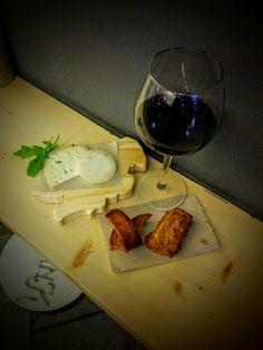 hai provato la caciotta e la scamorza alla #canapa da DranK ? Ottime con #panefritto e #crostinidipane #handmade consigliamo un Montepulciano d'Abruzzo DOC della cantina San Panfilo di Scerni (CH) www.drankwine.it