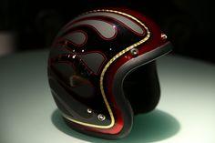 ヘルメットとギターのペイントの御依頼をいただきました! オーダー内容は、 オーナー様のバイクに合わせるのはもちろんのことですが オーナー...