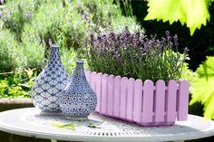 Fliederfarbene Frühlingsgefühle. #emsagmbh #emsa #landhaus #flieder #deko #garten #frühling #sommer #blumenkasten