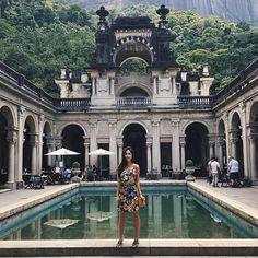 Parque Lage, seu lindo! Como eu adoro esse lugar. Vale a pena visitar quando vierem ao Rio. Um dos meus pontos preferidos :) ~ O look @cea_brasil de hoje foi bem carioca vibes. #EstampaTáBombando.