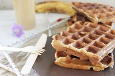 Gaufre à la banane (sans sucre, ni beurre). Healthy Cooking, Cooking Recipes, My Favorite Food, Favorite Recipes, Fruit Diet, Good Food, Yummy Food, Cooking Time, Sweet Recipes
